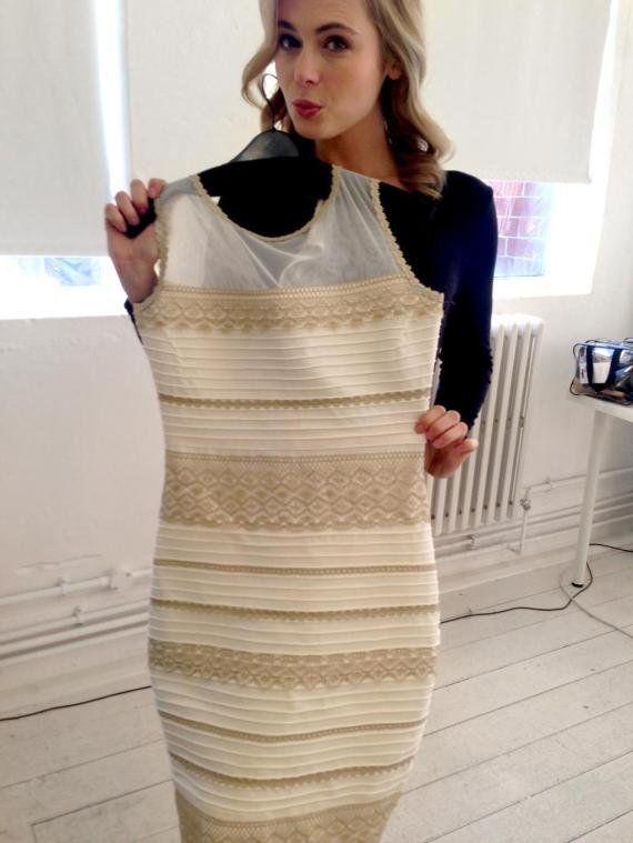 「白と金」か「青と黒」か。それが問題だ そして本物の「○と○」ドレスがこれだ(画像)