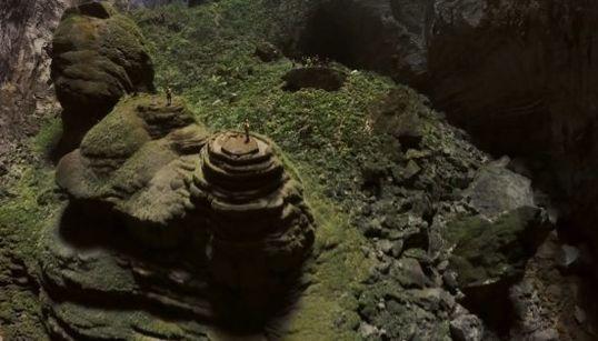 世界最大の洞窟にドローン ジャングルだぁ(動画)