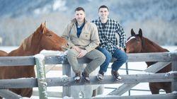 大自然に包まれたモンタナ州でもゲイカップルは愛を育んでいる