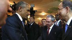キューバのラウル・カストロ議長とオバマ大統領が歴史的握手(画像)