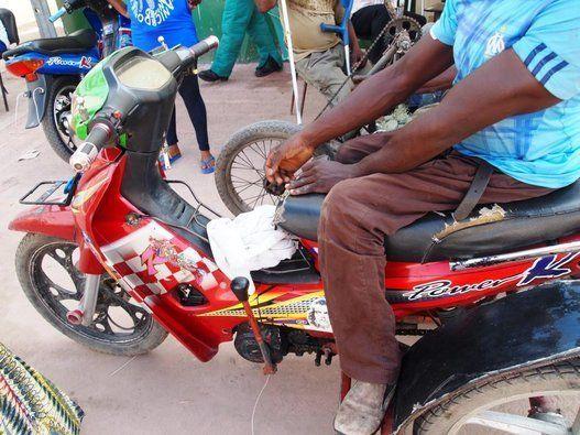 「商売の王さま」と呼ばれる障害者集団――コンゴ川の国境ビジネスの展開 戸田美佳子 /