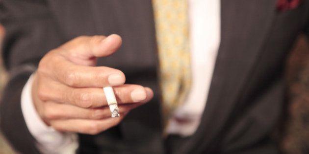 「屋内禁煙」に踏み切れない日本は残念な国だ 外国人は日本に来るとガッカリしている