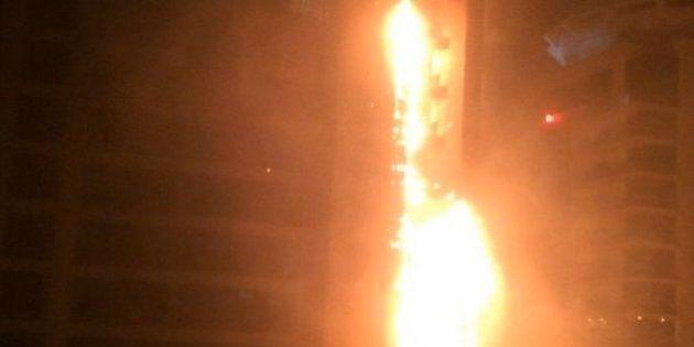 ドバイの79階建て超高層マンションで火災(画像)