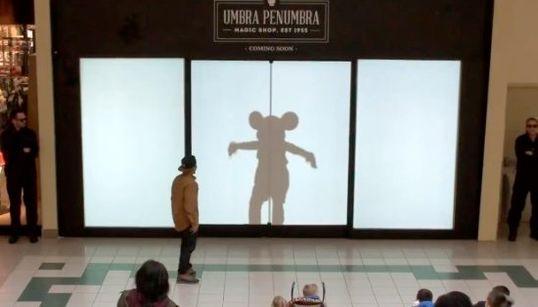 ディズニーがショッピングモールに魔法をかけた日【動画】