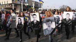 ウクライナ東部でデモ行進に爆発物、米欧が対ロシア追加制裁検討