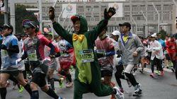 【東京マラソン2015】夢に挑戦するランナーたち どんな格好で走ってる?(Live