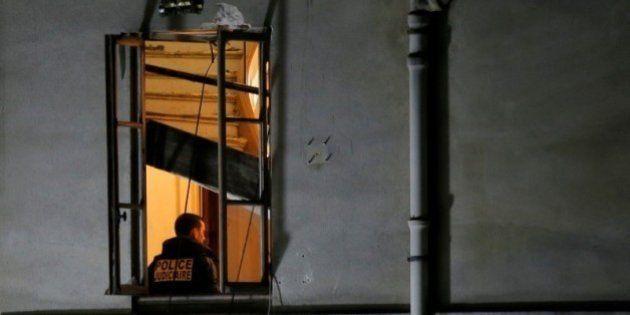 パリ攻撃犯、8人拘束