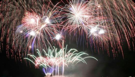 冬の花火は美しい――マニラの空に日本の職人芸が煌めく(画像)