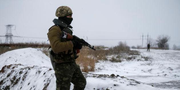 ウクライナ、揺らぐ停戦合意 東部の要衝デバリツェボで戦闘激化