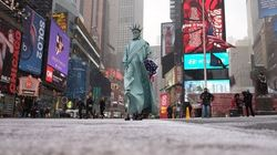 大吹雪のニューヨーク。寒い。寒いよ(画像)