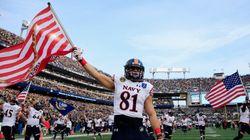 【ニュースで学ぶ英語】海軍士官学校、愛国心溢れるフットボールのユニホーム