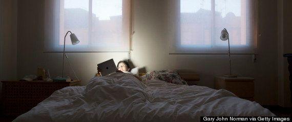 悩んだら寝ましょう。「一晩寝る」と良い決断ができます(研究結果)