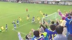 「キーパーの頭でゴール」Jリーグ21年史上初の珍事で山形、J1昇格に王手(動画)