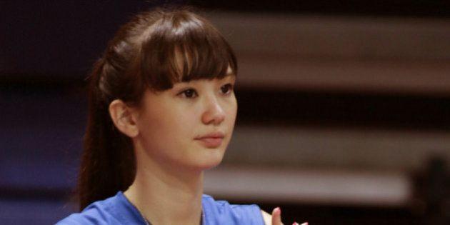 サビーナ・アルティンベコワ「美しすぎるバレーボール選手」が初来日 テレビ出演も