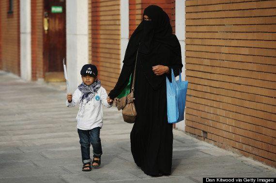 イスラム教徒はイギリスで「最底辺」の職業差別を受けている(調査結果)