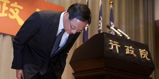 台湾統一地方選で与党国民党が大敗、首相辞任