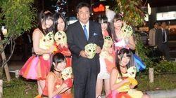 【画像】民主党・枝野幹事長が「仮面女子」と共闘