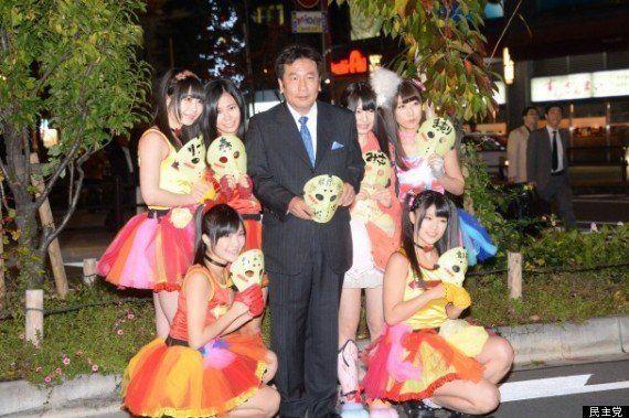 「仮面女子」と枝野幸男・民主党幹事長が共闘