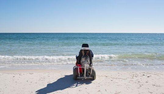 100歳のおばあちゃん、生まれてはじめて海を見る(画像)