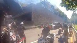 ニューヨークでバイク集団が乗用車を襲撃【動画】