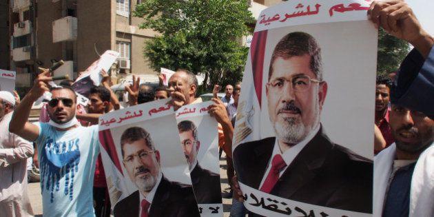 モルシ前大統領を殺人扇動罪で訴追 エジプト検察当局