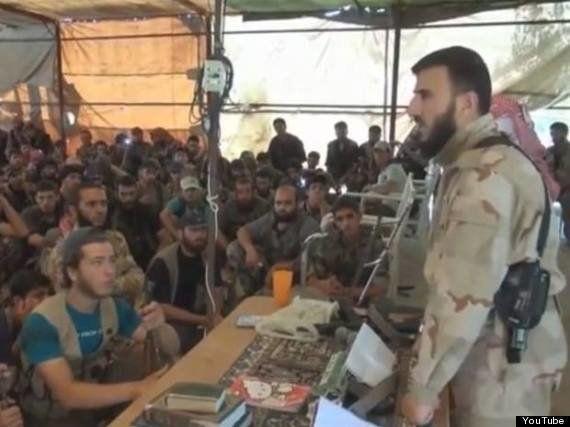 イスラム国の最高指導者は高級腕時計をつけ、シリア反政府派の総司令官はハローキティのノートを持っている(画像)