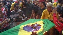 ブラジル国旗を燃やすサポーター ワールドカップで歴史的大敗【画像】