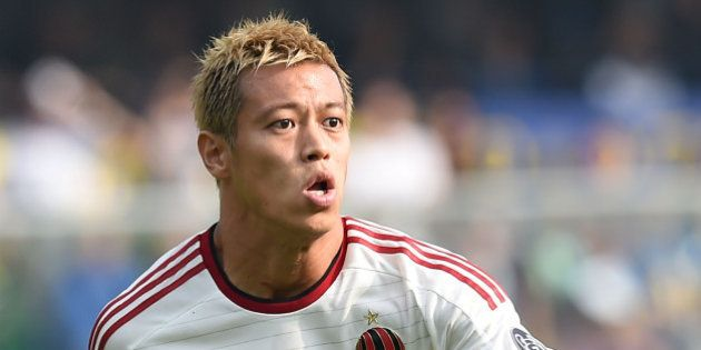 VERONA, ITALY - OCTOBER 19: Keisuke Honda of Milan in action during the Serie A match between Hellas...
