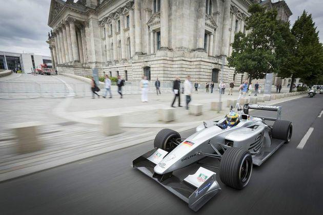 「フォーミュラE」電気自動車のF1開催へ、世界の街を駆け抜ける 鈴木亜久里も参加【画像・動画】