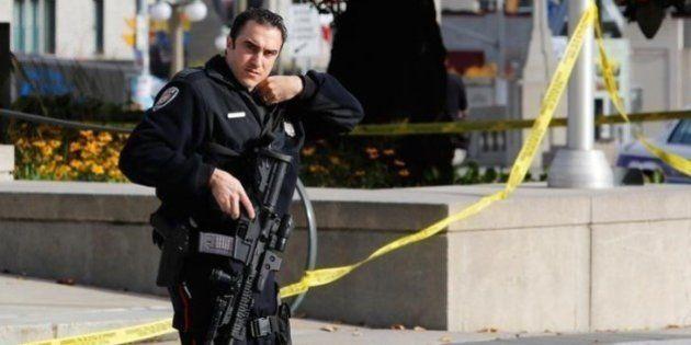 カナダ銃乱射、実行犯は正面入り口から侵入 警備の甘さに批判