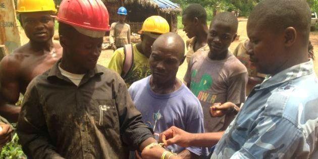 エボラ出血熱、467人死亡