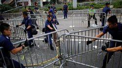 香港警察、民主派デモのバリケード撤去を継続