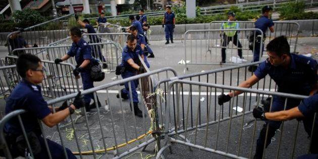 【傘の革命】香港警察、民主派デモ隊のバリケード撤去を継続