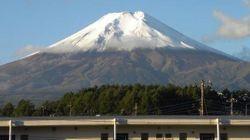 富士山が初冠雪 8合目以上が雪化粧して美しい姿に【画像】