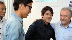 内田篤人が「イエローカード」 ザッケローニ監督をサプライズ見送り【画像】