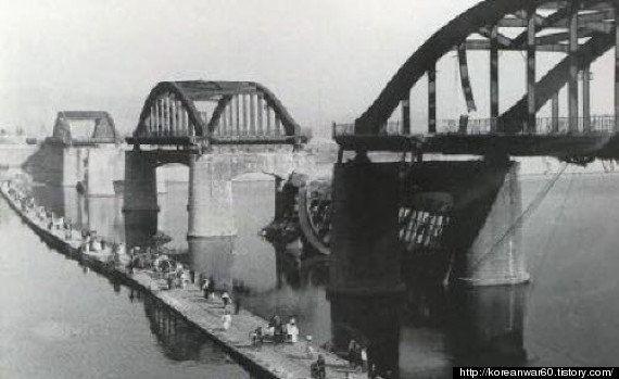 朝鮮戦争の1950年、韓国軍はソウル市民を見捨て、橋を爆破して逃げた