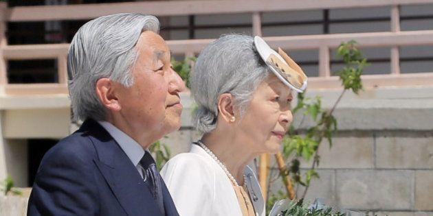 天皇皇后両陛下、対馬丸の慰霊碑に供花 遺族、生存者と懇談