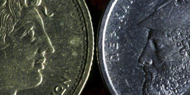デフォルト危機の中、ギリシャ国民は「ユーロ圏離脱、自国通貨ドラクマ回帰」へと傾く