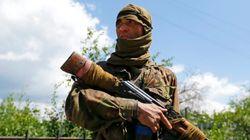ウクライナ東部で政府軍ヘリ撃墜、9人全員死亡