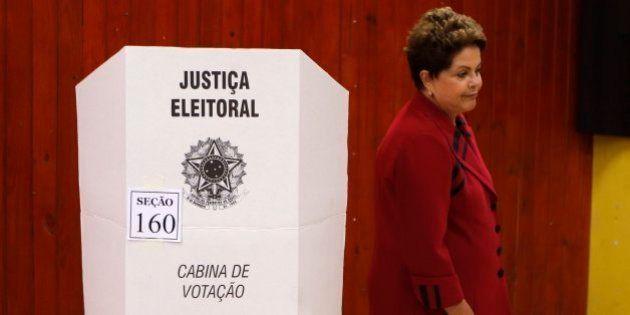 ブラジル大統領選、現職ルセフ氏が過半数届かず 2位のネベス上院議員と26日に決選投票
