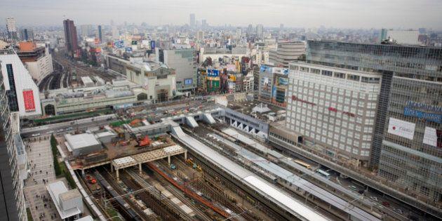 新宿駅南口で男性が焼身自殺図る?