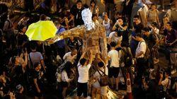 香港デモ、道路封鎖をデモ隊側が一部解除