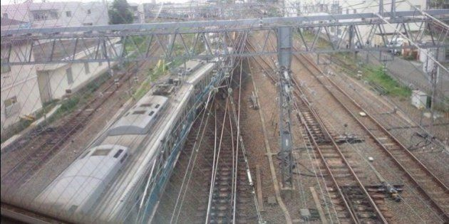 小田急相模大野駅付近で脱線事故 全線で一時運転見合わせ