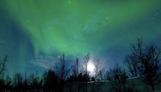 自然の神秘、北欧の空を舞うオーロラがあまりに美しい【タイムラプス動画】
