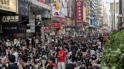香港民主化デモ、返還以来最悪の混乱に 政府は機動隊を撤収【傘の革命】