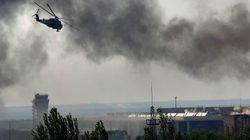 ウクライナ軍、空港占拠の武装集団を空爆