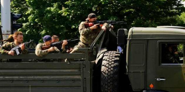 ウクライナ東部で政権側と親ロシア派の戦闘続く