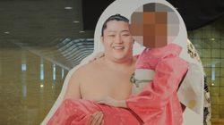 遠藤の顔ハメ看板に真っ先に顔を入れて撮影したのは...(画像)