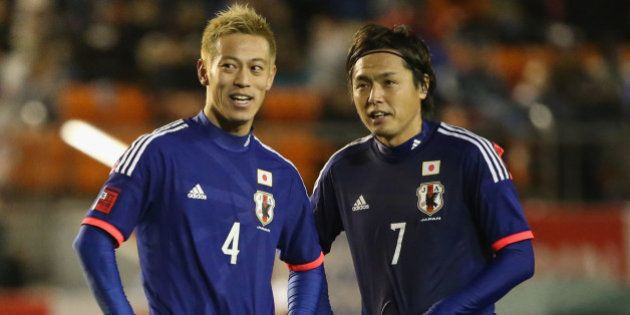 TOKYO, JAPAN - MARCH 05: (EDITORIAL USE ONLY) Keisuke Honda #4 and Yasuhito Endo #7 of Japan talk during...