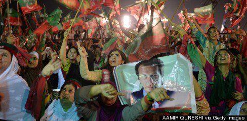 パキスタン首都で首相の退陣求めるデモ 率いるのはクリケットの元スター、背後に軍の存在も